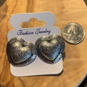 Jewelry - Silver heart earrings NEW